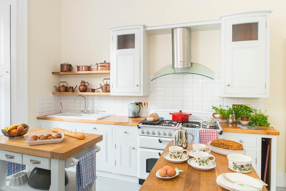 CONNAUGHT SUITE_Kitchen